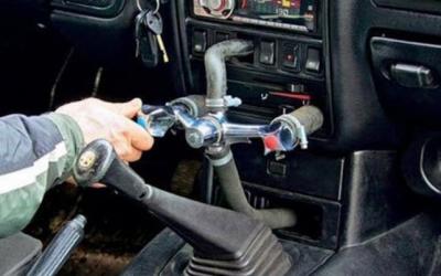 Кошмар на колесах: 30 душераздирающих снимков из автомастерских