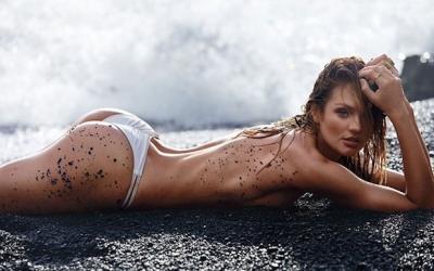 Прекрасные ангелы Victoria's Secret на пляже
