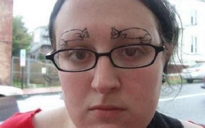 Они рисовали как могли:самые угарные фото девушек, которые не знают меры в коррекции бровей