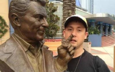 50 самых веселых фото со статуями