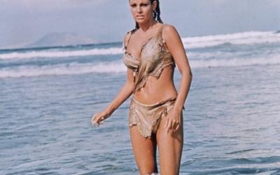 Старые фото знаменитостей на пляже: 60 снимков