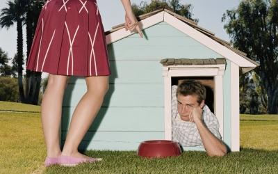 12 внешне безобидных женских привычек, которые на самом деле убивают мужскую любовь (12 фото)