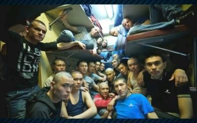 Приколы плацкартных вагонов: 40 угарных фото из наших поездов